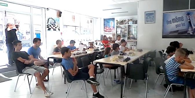 Scacchi è lingua corsa : Stasgi bislingui d'estate in a casa di i scacchi in Bastia !