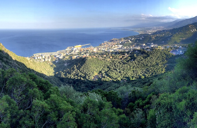 La photo du jour : Bastia au Soleil couchant