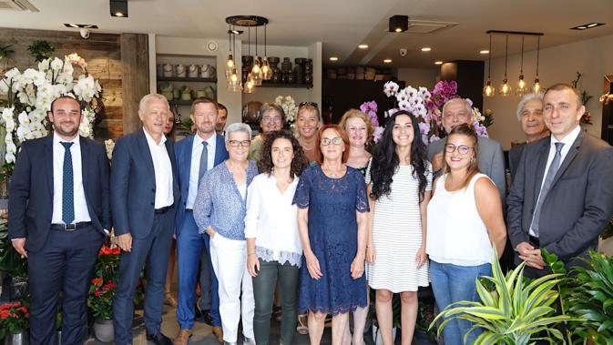 Jean-Christophe Angelini, le président de l'Adec et les partenaires bancaires de la Cadec entouraient Alexandre Vinciguerra, Louise Nicolai et sa fille