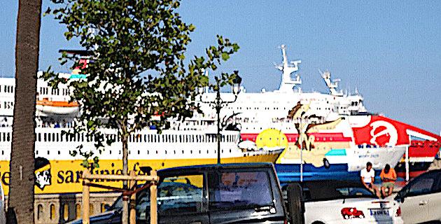 La plus grande parte des voyageurs vient en bateau, notamment via le port de Bastia (CNI)