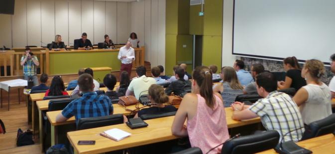 Une délégation de jeunes indépendantistes flamands accueillie à la mairie de Bastia