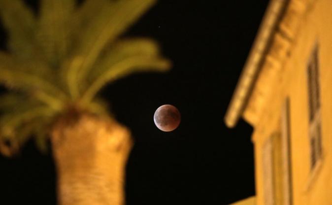 La photo du jour : L'éclipse de Lune dans le ciel d'Ajaccio