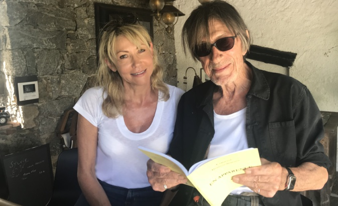 """""""En apparence"""" : Jacques Dutronc, aux côtés de l'auteure, apprécie"""