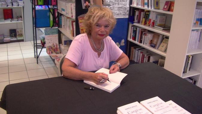 Danièle Masse en dédicaces à la librairie Album à Bastia