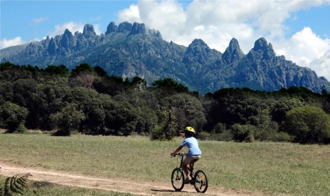 La photo du jour : Balade à vélo au pied des aiguilles de Bavella