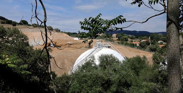 Construction à côté du site actuel, d'une nouvelle installation sur base de deux sphères encoffrées.