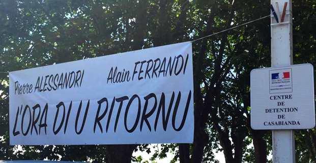 Lors d'une manifestation pour le transfert de Pierre Alessandri et d'Alain Ferrandi à la prison de Borgo.