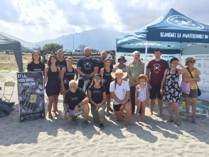 Les bénévoles de Global Earth Keeper et des associations partenaires ont plaidé pour la défense de la mer