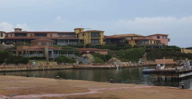 L'île de Cavallo - Cavaddu en corse - situé au large de la commune de Bonifacio et difficilement accessible pour les non-résidents de l'îlot.