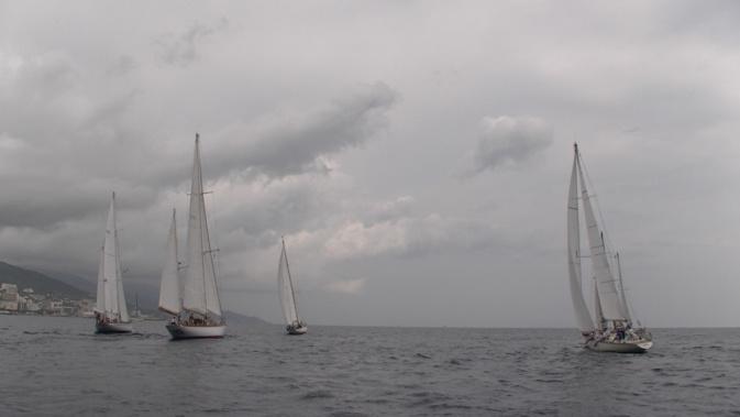 Le départ a été donné vers midi au large du Vieux-Port de Bastia