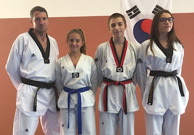 Olivier Santarelli et ses jeunes champions