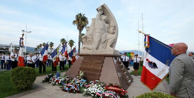 Dépôt de gerbes devant le monument dédié à la libération de la Corse à Ajaccio