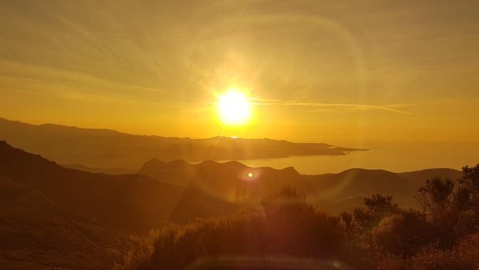 La photo du jour : Quand le Soleil de Septembre descend sur les Agriate