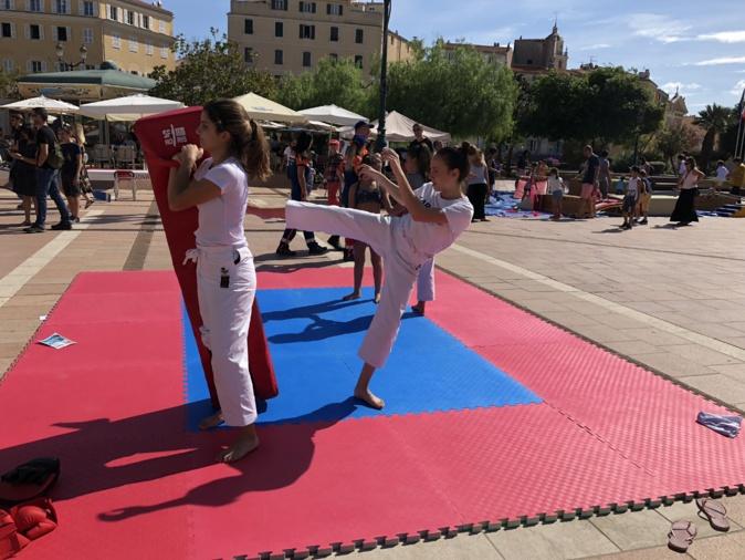 Ajaccio: Carton plein pour Associ in festa