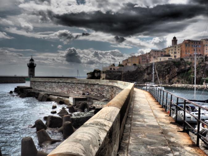 La photo du jour : Sur la jetée du Vieux-Port de Bastia
