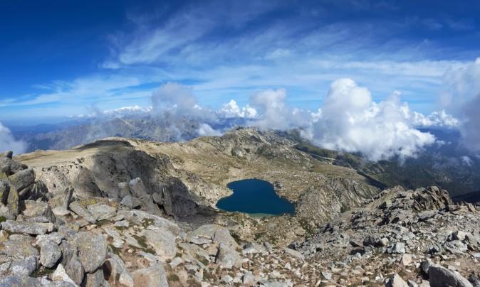 La photo du jour : Au-dessus du lac de Bastani