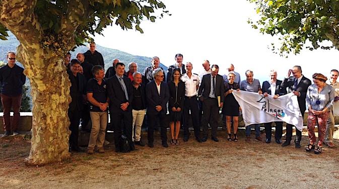 Anthony Hottier le maire de Barrettali, première commune signataire de Corse, avait organisé cette cérémonie de signature à la confrérie du village. @MairieSaintFlorent