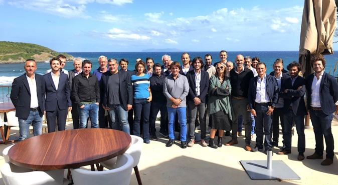 Les cadres d'AGC Management avec les chefs d'entreprises affiliés au fonds d'investissement sur la terrasse du Misincu