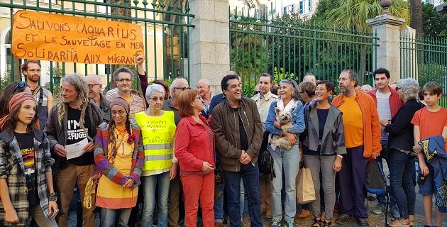 La LDH, Le PCF section Corse du sud, médecin du monde faisaient partie des personnes réunies devant la préfecture de Corse.
