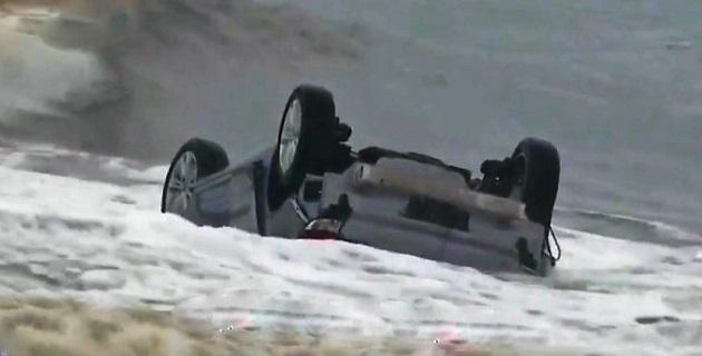 Le véhicule avant qu'il ne soit enlevé par les secours