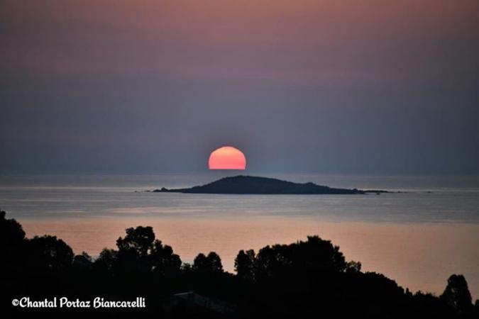 La photo du jour : Lever de Soleil sur l Ciarbicali
