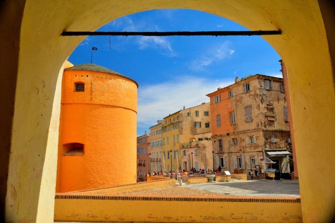 La photo du jour : Bastia et sa belle place du donjon