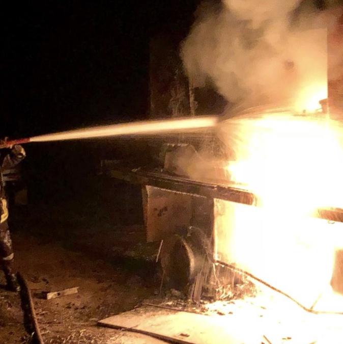 Camion en feu dans la plaine d'Aregno