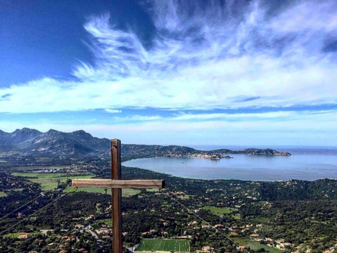 La photo du jour : La croix de Notre-Dame du Grand Retour de Lumiu