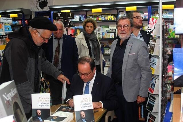 François Hollande a savouré à l'Ile-Rousse la rencontre avec son public