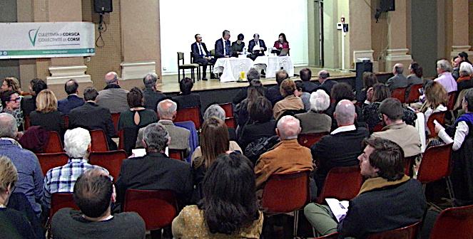 La salle des congrés était pleine pour ce symposium Paoli Napoléon