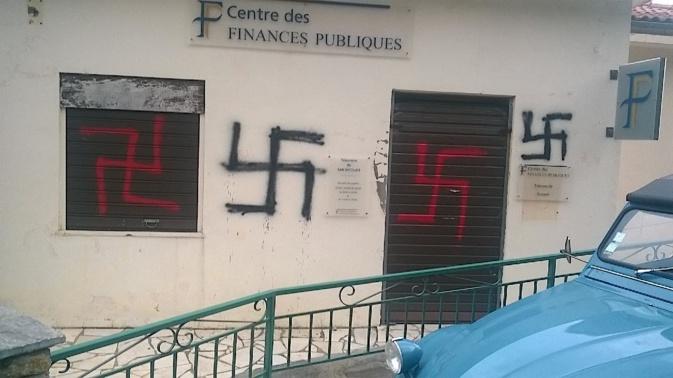 San Nicolao : Tags nazis sur les murs de la Trésorerie