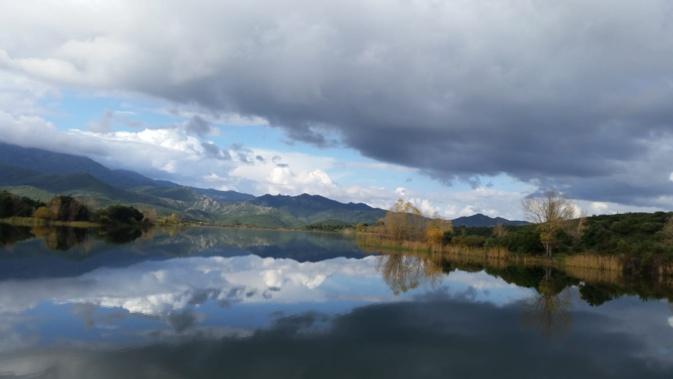 La photo du jour : Reflets sur le lac de Padula