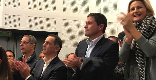 Gilles Simeoni, entouré du maire de Bastia, Pierre Savelli, de Jean-Félix Acquaviva, député et Secrétaire national du nouveau parti Femu a Corsica, et de la conseillère exécutive, Nanette Maupertuis.