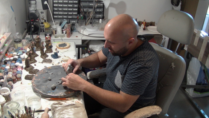 Henri Bagnoli dans son atelier..