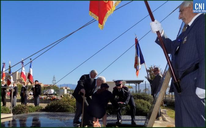 Dépot de gerbe en l'hommage aux Morts pour la France