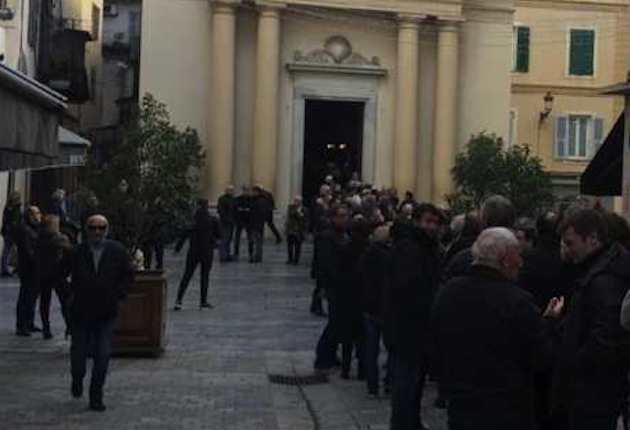 La foule devant l'oratoire Saint Roch. (RCFM)