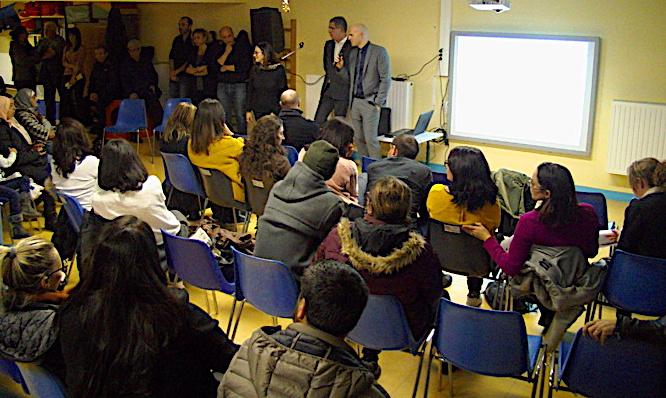 Les parents d'élèves étaient venus nombreux écouter les explications de la municipalité.