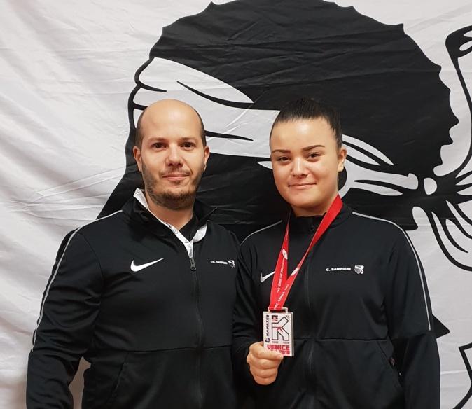 Cassandra Sampieri une nouvelle fois médaillée, ici avec son coach du karaté club Goju-ryu Borgo, son père, Charles Sampieri