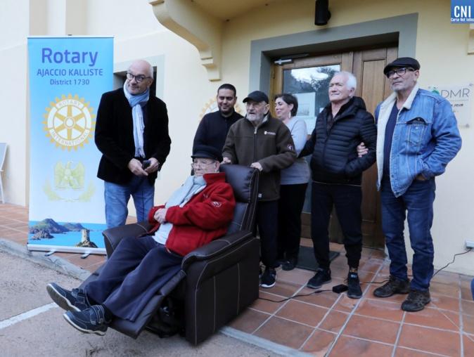 Le Rotary Club Ajaccien offre un fauteuil à l'accueil de jour Alzheimer A Spannata