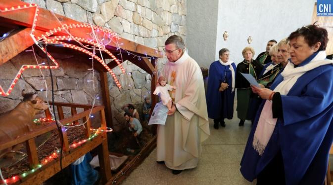 La statue de l'enfant Jésus a rejoint la crèche de l'église du centre Hospitalier de la Miséricorde (Photo Michel Luccioni)