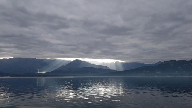 La photo du jour : Chape nuageuse au-dessus de la baie de Calvi