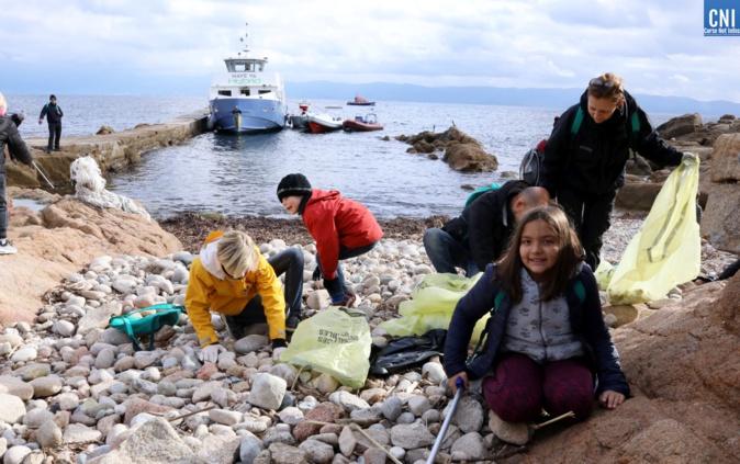 Parents et enfants ont participé à cette opération (Photo Michel Luccioni)