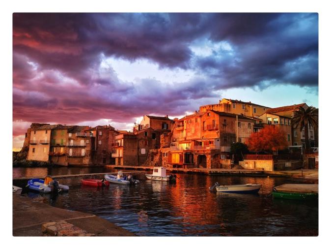 La photo du jour : Erbalonga dans un kaléidoscope de couleurs