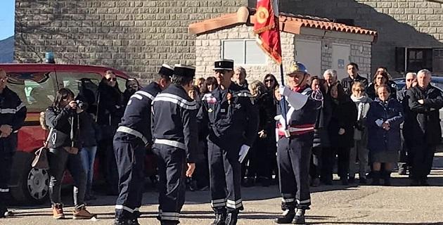 Le capitaine Dominique Santoni, chef du CIS Cozzano décoré de la médaille d'honneur de l'union Régionale Sud-Med par les deux présidents d'unions de Corse/Photos SDIS2A