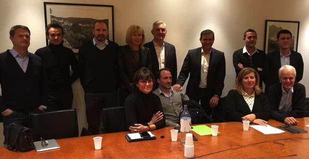 Des membres de Per l'Avvene autour du président, Jean-Martin Mondoloni.