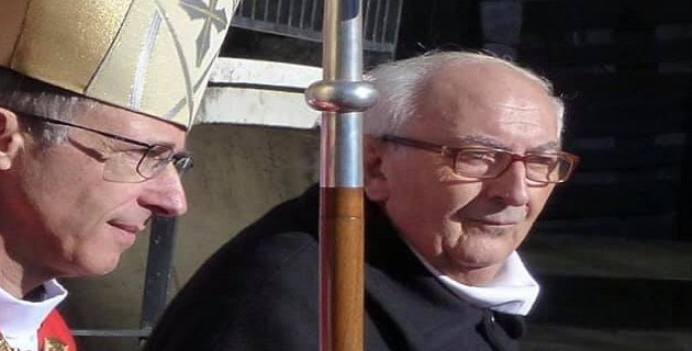 L'abbe Francis Buresi et Monseigneur de Germay. Photo FB