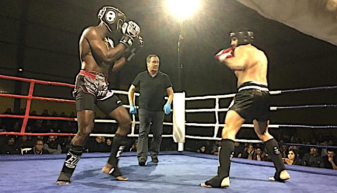 Belle victoire de Pierre-Paul Santini du KBCL (à droite) face au colosse florentin Abdou Sowe