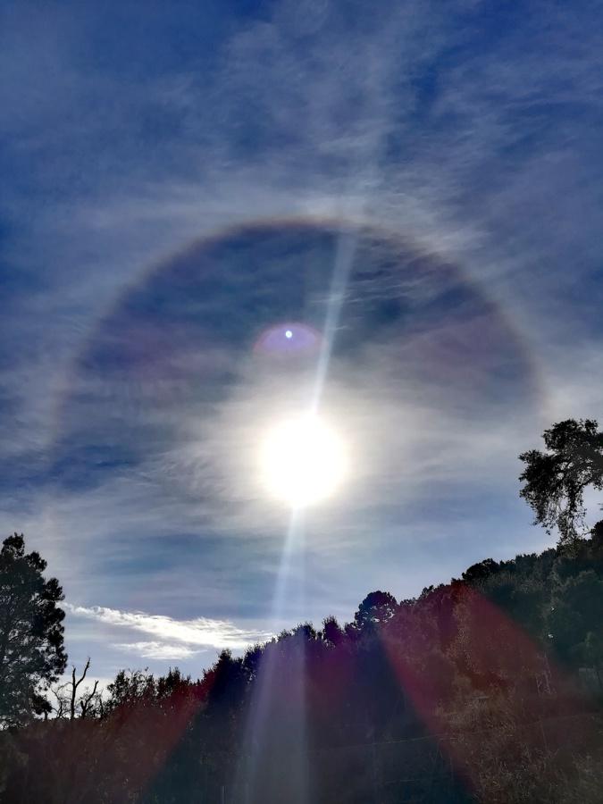La photo du jour : Un halo de lumière scintille autour du Soleil dans le Cap Corse
