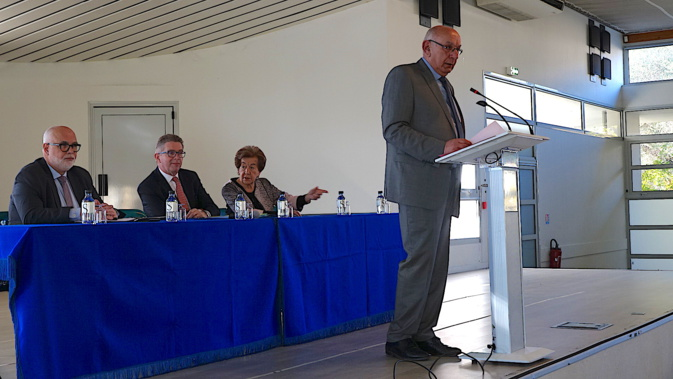 Pierre-Marie Mancini, lors de son intervention. Au second plan Jacques Delmas, Gérard Gavory et Anne-Marie Natali, maire de Borgo.