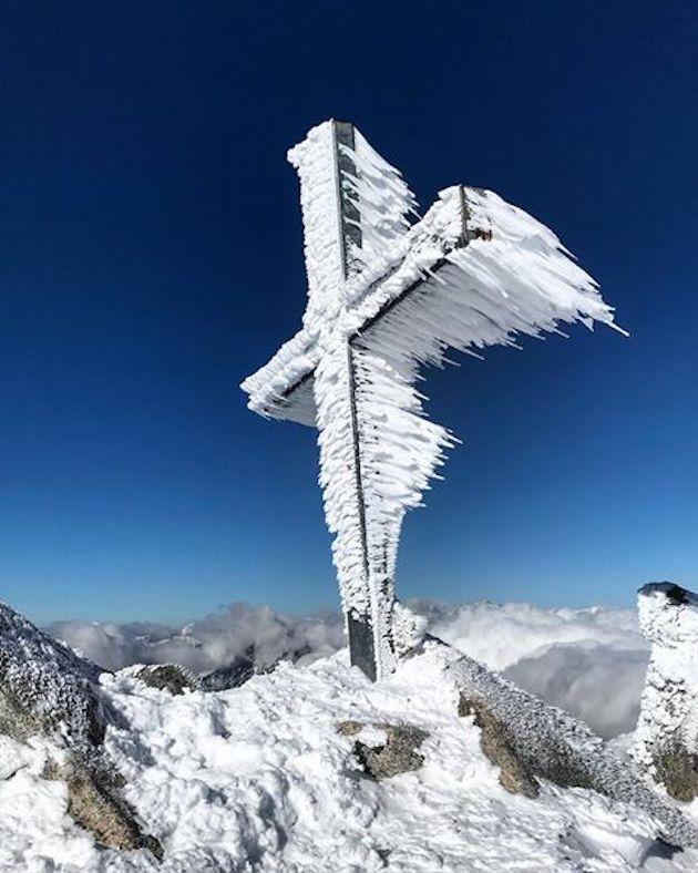 La photo du jour : La croix du Renosu…